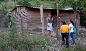 Aplicando encuesta en Tecolapa